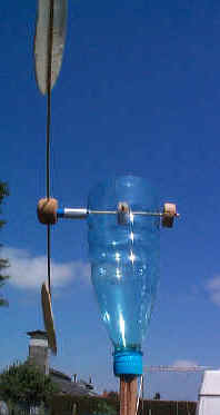 Moulin bouteille a lame vibrante - Fabriquer moulin a vent de jardin ...